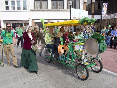 毎年開催されるセント・パトリック・デイ・パレードのファミリー向けアクティビティ