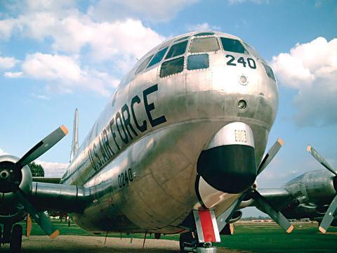 バークスデール空軍基地航空ショーの駐機場を占拠