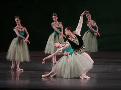 ニューヨーク・シティ・バレエの美しいポーズ