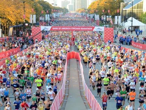 シカゴマラソンに参加する約 45,000 名のランナーの一部