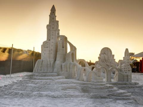 アメリカ砂の彫刻選手権で展示される見事な砂の城