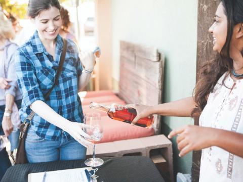 パソロブレスのビンテージ・ウィークエンドで、ジンファンデルのブドウから作られたワインの試飲