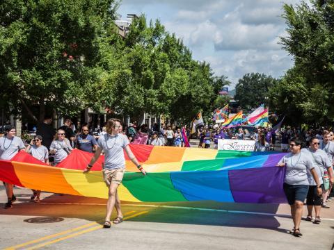 テネシー州ノックスビルで開催されるノックスプライドフェストのパレード